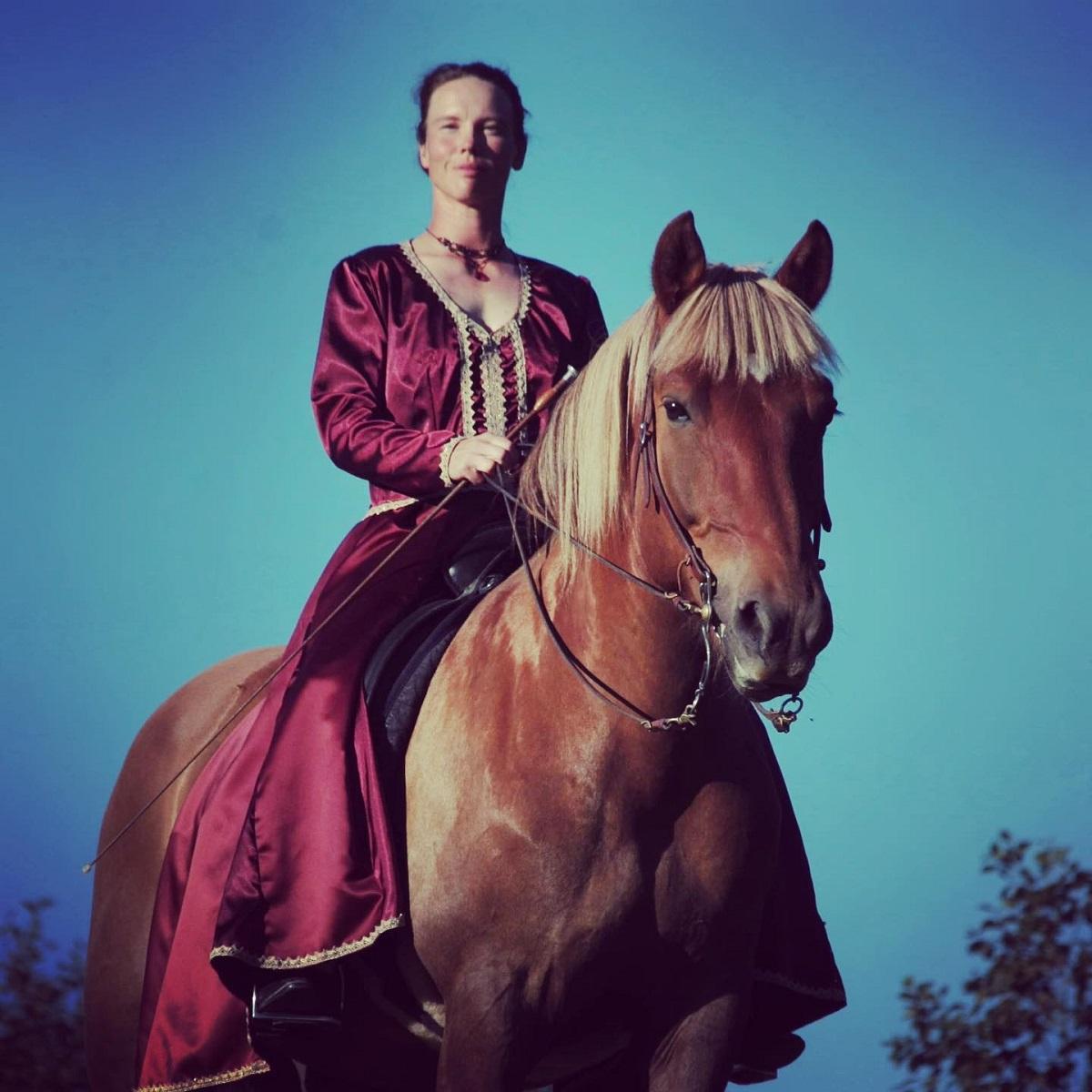 Dame zu Pferde